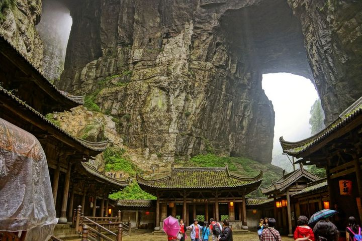 Tourists at Wulong chongqing