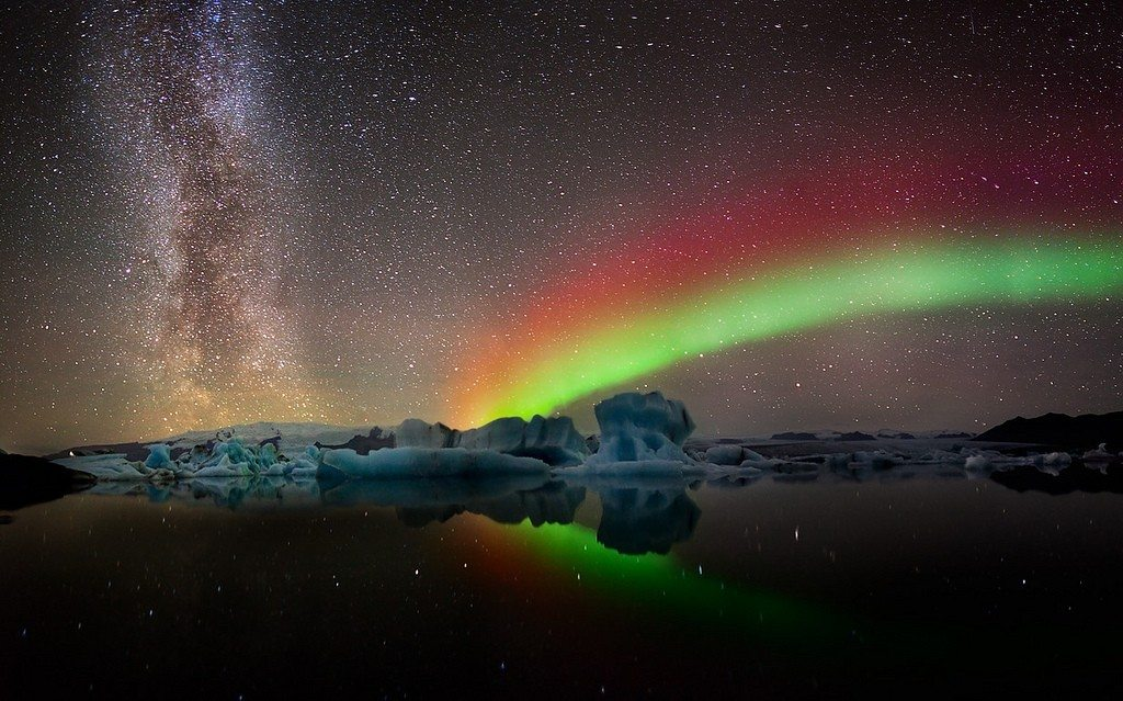 Nothern lights with milky way galaxy